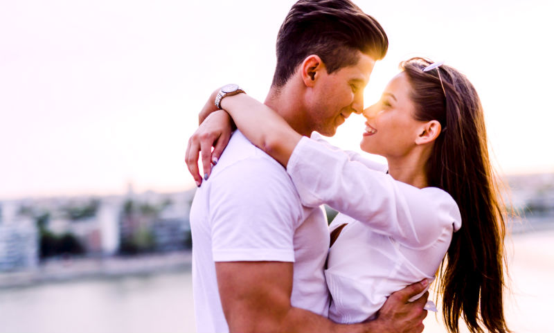 3 Subtle Signs She Wants to Kiss You