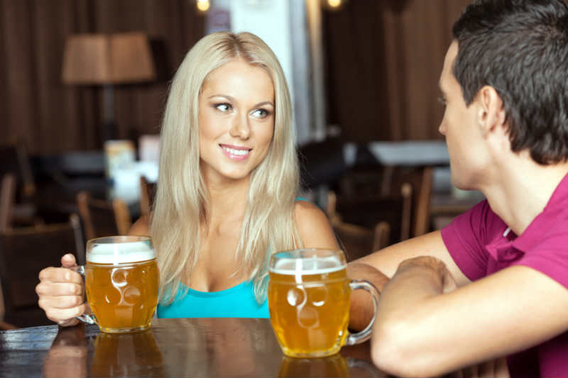 3 Signs You Should Kiss Her on the First Date
