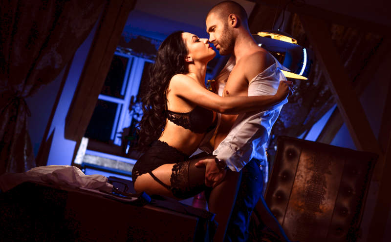 """Evolutionary Psych: 3 Surprising Reasons She'll Say """"Yes"""" to a One Night Stand"""