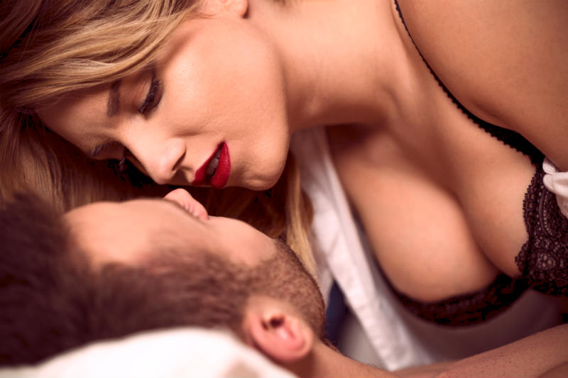 Want To Sleep With Her? Dating Expert Says Try THIS (75% Success Rate!)