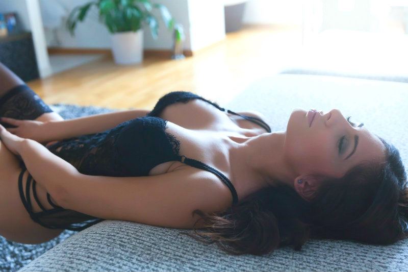 Sexual Tension: 5 Titillating Ways to Tease & Excite Her