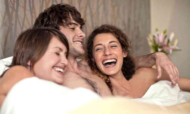 Open Relationships 101: How To Sleep With Multiple Women Without Any Drama