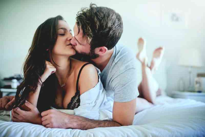 "How To Attract Women Without Doing Anything: The ""Secret Ingredient"" You've Been Missing…"
