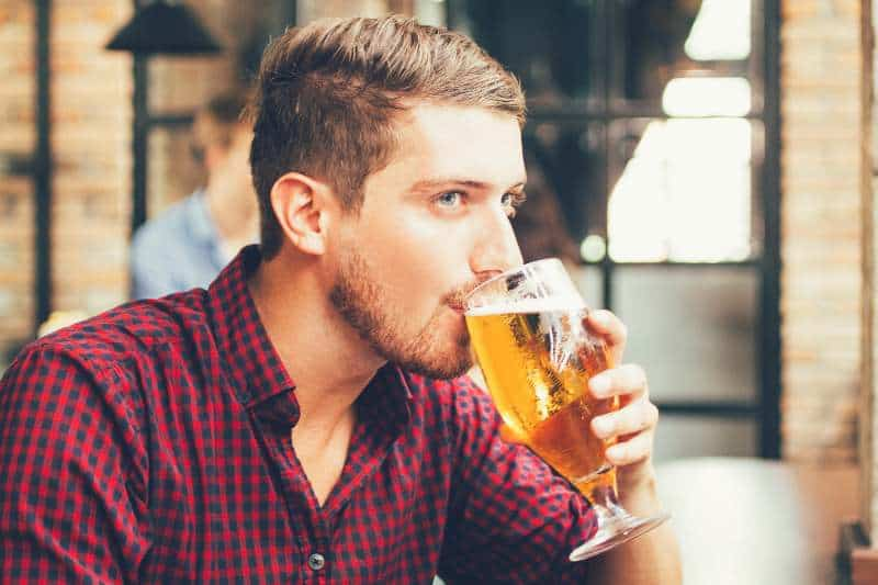 "New Study: Drinking IPAs Might Give You Man Boobs & ""Droopy D*ck"" (And No, It's Not Because of The Calories)"