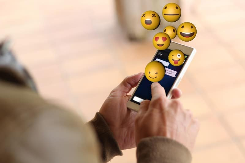 New Study: How Using THESE Emojis Gets You Laid Way Faster (And Why Avoiding Emojis Is a Huge Mistake)