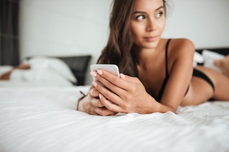 3 Innovative Ways to Get a Hot Girl to Sext You (And Why Doing THIS Makes Her 400% More Likely to Send You Nude Pics)