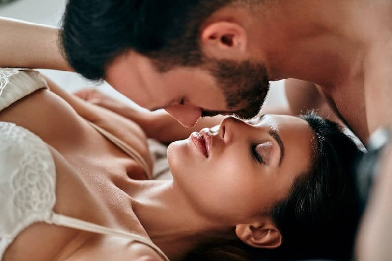 Orgasmic Kissing: 5 Steps to Kiss Any Woman Into a MIND-BLOWING Orgasm