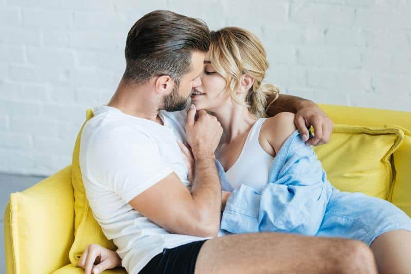 3 Low-Risk Ways to Turn Things Sexual With Hot Girls on the First Date (With Real-Life Examples)