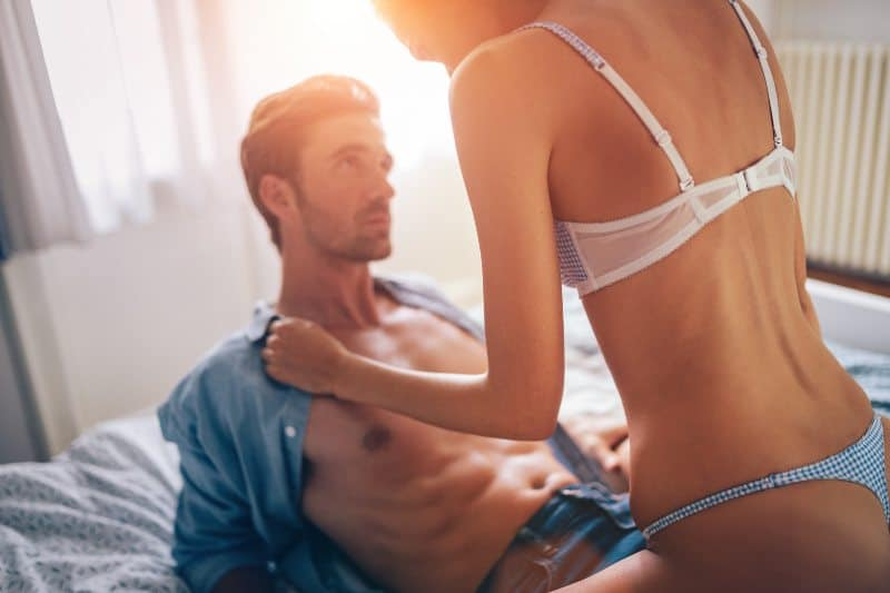 "3 Proven ""Lines"" That Turn Things Sexual & Get Her to Unzip YOU (AKA The ""Playboy Closing Technique"")"