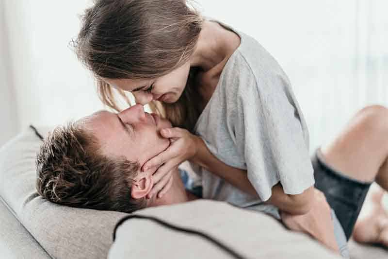 7 Unconventional Ways to Meet & Bang Hot Younger Women (You Can Pull Off #6 Without Leaving Your House!)