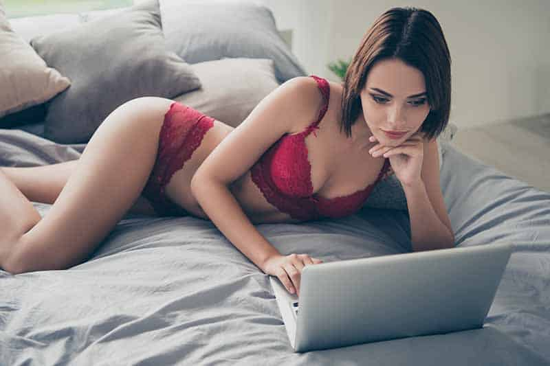 These 5 Things Make Her Desperate to Meet Up